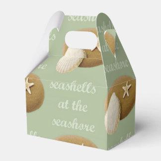 Seashells en la caja del favor del aguilón de la cajas para regalos