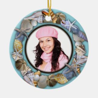 Seashells, ornamento azul del navidad del marco de adorno redondo de cerámica