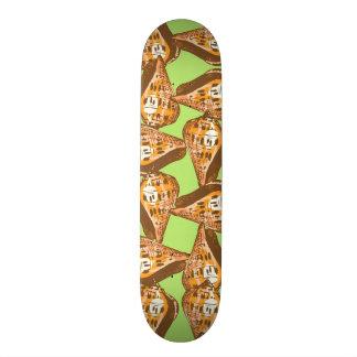 Seashells pattern skateboard