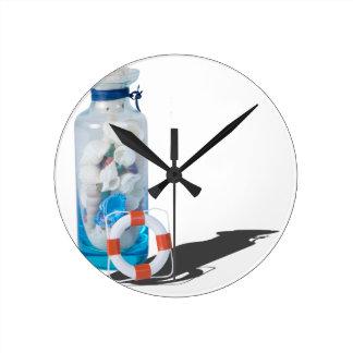 SeashellsJarLifePreservers090615 Reloj Redondo Mediano