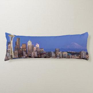 Seattle, centro de la ciudad y el Monte Rainier en Cojin Cama