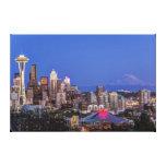Seattle, centro de la ciudad y el Monte Rainier en Impresión En Lienzo Estirada