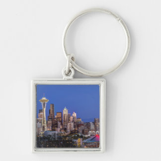 Seattle, centro de la ciudad y el Monte Rainier en Llavero Cuadrado Plateado