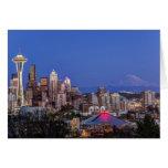 Seattle, centro de la ciudad y el Monte Rainier en Tarjetón