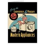 Secador retro de la lavadora del ama de casa felicitacion