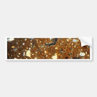 Sección fina de un ladrillo debajo del microscopio pegatina para auto