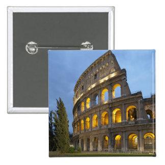 Sección iluminada del Colosseum en la oscuridad Pin Cuadrada 5 Cm