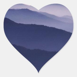 Secoya púrpura de la majestad del bosque calcomanías corazones