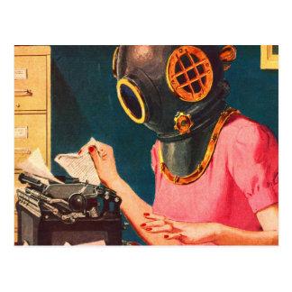 Secretaria extraña del casco de la zambullida del postal