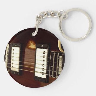 secuencias eléctricas marrones de la guitarra y llavero redondo acrílico a doble cara