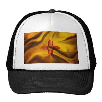 Seda de la bandera de New México que agita en el v Gorros Bordados