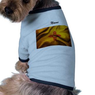 Seda de la bandera de New México que agita en el v Camisetas De Perro