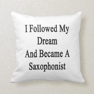 Seguí mi sueño e hice un saxofonista almohadas