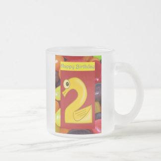 Segundo cumpleaños del 2do cumpleaños feliz que da taza de cristal