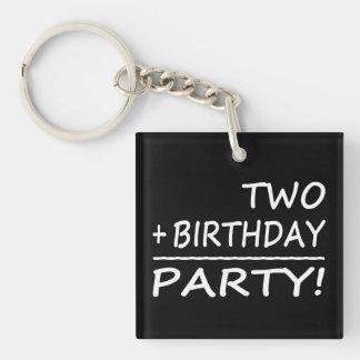 Segundos cumpleaños divertidos: Dos + Cumpleaños = Llavero Cuadrado Acrílico A Doble Cara