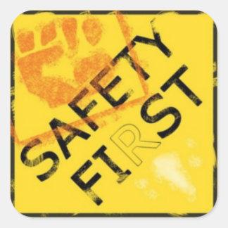 Seguridad primero pegatina cuadrada