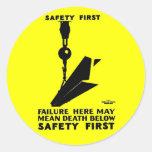 Seguridad primero - último de la seguridad - pegatinas redondas