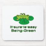 Seguro es el ser fácil ..... rana verde alfombrilla de ratón