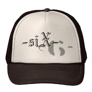 Seis gorras híbridos sucios