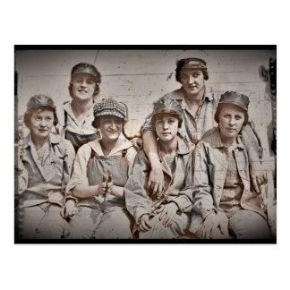 Seis trabajadores de mujeres en el muelle WWII Tarjeta Postal