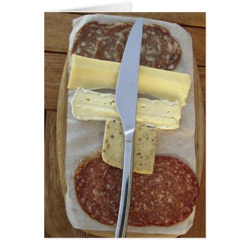 Selección de quesos gastrónomos y de carnes cortad tarjeta de felicitación