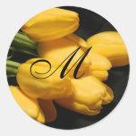 Sello amarillo del pegatina del boda del tulipán d