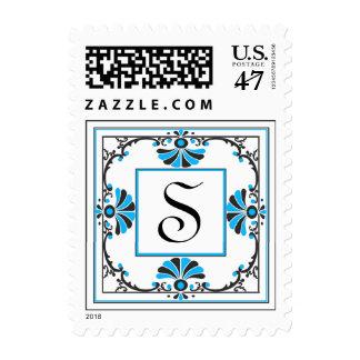 Sello azul adornado de la letra S del monograma