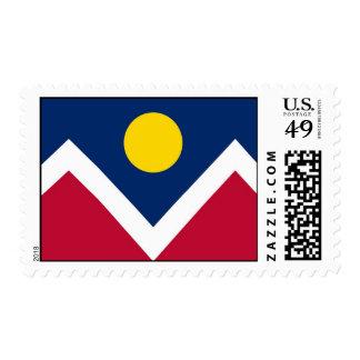 Sello con la bandera de Denver, Colorado, los E.E.