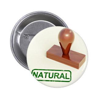 Sello de goma produciendo la palabra natural pin redondo 5 cm