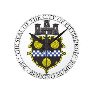 Sello de la ciudad de Pittsburgh Reloj Redondo Mediano