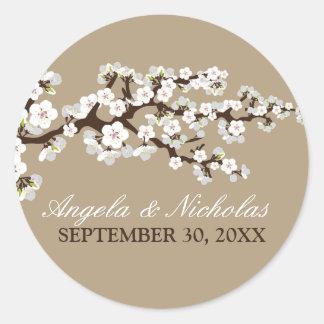 Sello de la invitación del boda de la flor de pegatina redonda