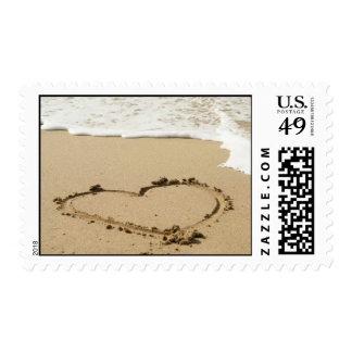Sello de la invitación del boda de playa del coraz