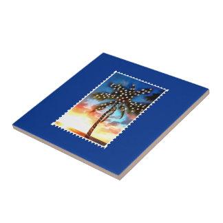Sello de la puesta del sol de la palmera de las lu tejas  ceramicas
