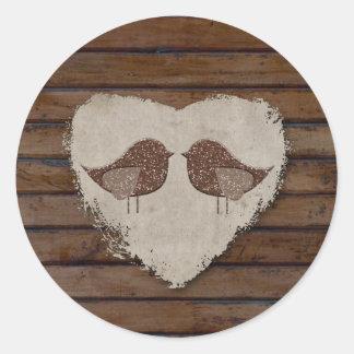 Sello de madera del corazón de los Lovebirds de Pegatina Redonda