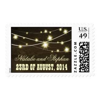 sello de madera rústico del país con las luces de