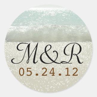 sello del boda con las ondas de la playa pegatina redonda