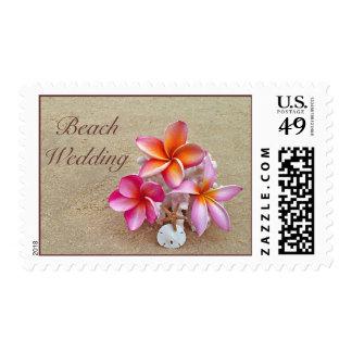 Sello del boda de playa con las flores tropicales