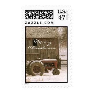 Sello del navidad del tractor y del granero