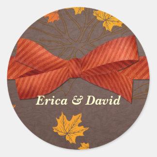 sello del sobre del otoño pegatina redonda
