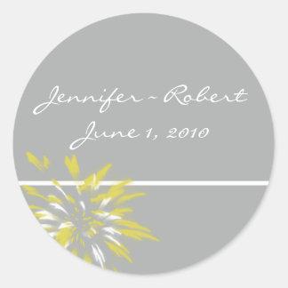 Sello moderno del sobre de la flor de la plata y etiquetas redondas