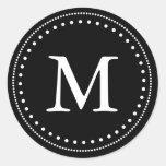 Sello negro y blanco del sobre del monograma pegatina