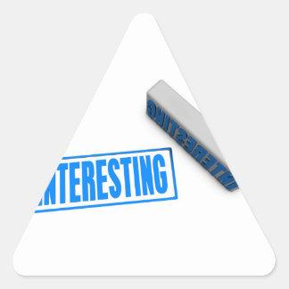Sello o tajada interesante en el concepto de papel pegatina triangular