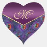 Sello púrpura del sobre del monograma del pavo pegatina en forma de corazón