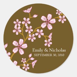 Sello rosado de la invitación del boda de la flor pegatina redonda