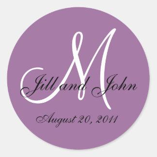 Sellos blancos púrpuras del sobre del boda del mon etiquetas redondas
