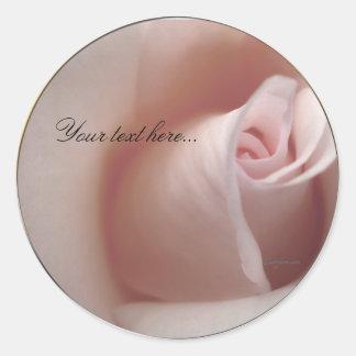 Sellos color de rosa rosados de las invitaciones etiqueta redonda