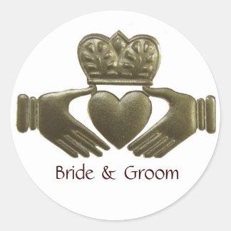 Sellos del boda del oro de Claddagh del irlandés Pegatinas Redondas