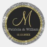 Sellos del monograma del boda del oro del brillo pegatina redonda