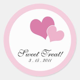 Sellos dobles de la invitación del corazón - rosa pegatina redonda