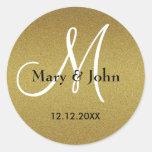 Sellos trémulos del monograma del boda del oro pegatina redonda